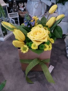 Composizione di #rose e #tulipani sulle tonalità del #giallo... #fiorito #bouquet  #floreale