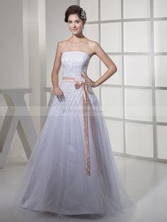 Magdeleine - Trägerloser Ausschnitt A-Linie Satin Brautkleid mit Perlenstickerei