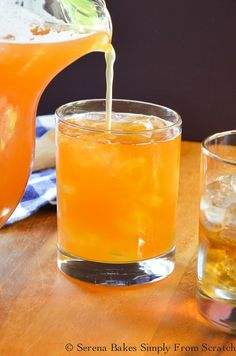 Fill glasses with Peach Whiskey Iced Tea. Cocktail Drinks, Fun Drinks, Picnic Drinks, Bourbon Drinks, Refreshing Drinks, Party Drinks, Mixed Drinks, Cocktail Recipes, Mascarpone