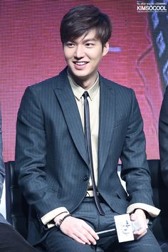 Lee Min Ho | Gangnam 1970 Red Carpet and showcase (150106) making even the skinny tie look cute