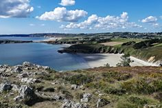 La grande plage de Tal ar Groas sur la presqu'île de Crozon. Finistère, Bretagne.