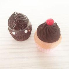 Cute cupcakes 🍭#fimo #charm #clay #polymerclay #miniature #mini #kawaii #cute #foodjewelry #kawaiifood #kikkik #cupcakes #muffin #minimuffins #sweet #kawaiicrafts #fimofood