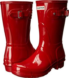 Hunter Original Red Short Gloss Rain Boots - ( Great for those needing a wider calf fit ) This shortened version sustains just as much style and versatility as the original. Red wide calf rain boots by Hunter Hunter Logo, Hunter Original, Hunter Rain Boots, Wellington Boot, Red Shorts, Cool Boots, Mid Calf Boots, Free Clothes, Natural Latex