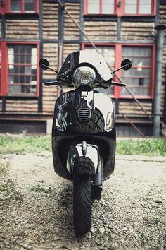 Vespa Lambretta, Vespa Scooters, Vespa Gts 300, Motor Tuning, Motorbikes, Pearls, Motorcycles, Black, Vespas