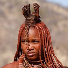 Our interesting Namibia facts will transport you to a land of red sand dunes, prolific wildlife, a night sky thick with stars, and a soulful population. African Tribes, African Men, Himba Girl, Himba People, Facts About People, Hunter Gatherer, People Of The World, Ps, South Africa