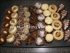 Recepty od vás III. - www.helencina-sbirka-receptu.com Christmas Cookies, Christmas Ornaments, Christmas Wrapping, Cereal, Muffin, Breakfast, Recipes, Food, Pastries
