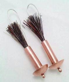 Aros cobre, con crin natural (pelo de caballo) y gancho de plata.