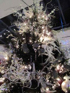 black christmas tree - So beautiful Black Christmas Trees, Merry Christmas, Beautiful Christmas Trees, Purple Christmas, Xmas Trees, Christmas Time, Christmas Bedroom, Christmas Door, Funny Christmas