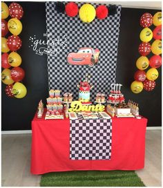 Be My Guest Party's Birthday / Cars (Disney movie) - Photo Gallery at Catch My Party Disney Cars Party, Disney Cars Birthday, Disney Cars Movie, Film Disney, Lightning Mcqueen Party, Lightening Mcqueen, Car Themed Parties, Cars Birthday Parties, Car Birthday Themes