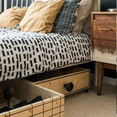 Under Bed Storage Drawers are a great way to utilize every inch of a small bedroom to get organized and stay organized. It's a simple storage idea that'll help you declutter your bedroom. Diy Storage Under Bed, Small Space Storage, Storage For Small Bedrooms, Clothes Storage Ideas For Small Spaces, Small Storage Boxes, Decorative Storage Boxes, Bedroom Small, Small Rooms, Storage Hacks