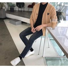 Mens fashion Over 40 Suits - Mens fashion Casual Korean - Mens fashion Editorial Poses - Fashion Over 40, Look Fashion, Fashion Outfits, Fashion Shirts, Stylish Mens Outfits, Cool Outfits, Casual Outfits, Style Masculin, Look Street Style