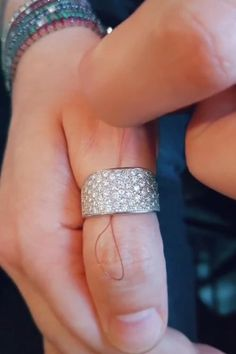 How to Take Off a Ring Stuck on Your Finger Amazing Life Hacks, Simple Life Hacks, Useful Life Hacks, Diy Crafts Hacks, Diy Home Crafts, Everyday Hacks, Clothing Hacks, Home Hacks, Sewing Hacks