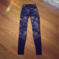 Lululemon pants 6 This are soooo beautiful but too big and fall down when I try to wear them for yoga.  Worn once to class and once in my house- hand washed and dried laying flat lululemon athletica Pants Leggings