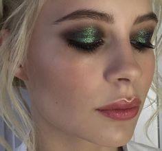 green glitter eyeshadow makeup look
