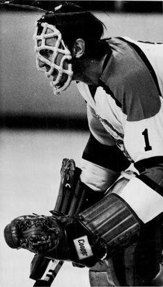 Vintage Goalie Mask Discussion Page :: Vintage Mask Gallery! Ice Hockey Teams, Hockey Goalie, Hockey Stuff, Hockey Games, Hockey Players, Nhl, Men Of Courage, Goalie Mask, Masked Man