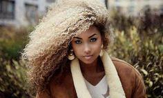 Veja algumas dicas de maquiagem, penteados e moda para mulheres negras loiras de muito estilo. Confira algumas tendências para ficar ainda mais bonita!
