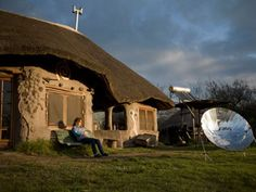 """Construcción de casas en tierra, aquí la Comunidad Gaia (Argentina). En Uruguay también, hace años hay personas que están optando por esta maravillosa experiencia de vivir en una """"casa de barro"""" que tiene todas las ventajas: acústicas, térmicas, saludables, amigables...AMOR."""