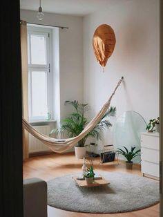 Frühlingshafte Einrichtung Mal Etwas Andres: Hängematte, Grüne Pflanzen,  Helle Möbel   Der Sommer
