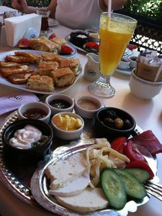 ᴾᴵᴺ 💲 ᴴᴮᴷᴹᴵˢᴴᴬ Turkish Breakfast, Morning Breakfast, Date Recipes, Snap Food, Food Snapchat, Sugar And Spice, I Foods, Food Porn, Food And Drink