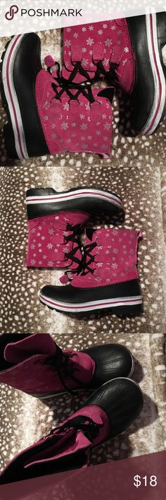 Girl's Magellan Snow Boots Sz 2 Hot Pink Suede Bottom shows no wear at all. Boot worn but in great shape. Perfect for cold weather or ski trips for spring break! Super girly cute! Magellan Shoes Rain & Snow Boots