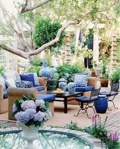 Inspiration for blue & white in your outdoor spaces. Hadley Court  #blueandwhitedecor