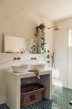Bathroom Goals, Small Bathroom, Bathroom Interior Design, Interior Design Living Room, Küchen Design, House Design, Bathroom Toilets, Dream Bathrooms, Cozy House
