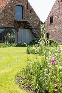 Eco Garden, Garden Pool, Garden Architecture, Amazing Architecture, Outdoor Plants, Outdoor Gardens, Pergola Patio, Backyard, Casa Loft