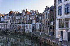 https://flic.kr/p/px9cya | Voorstraathaven, Dordrecht | Naar Joost van de Weg, Dordrecht in tegenlicht. pag: 36-37-39