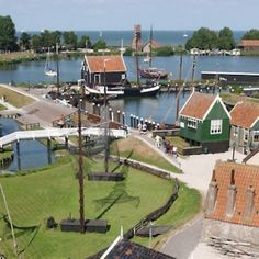 The Zuiderzee Museum was founded in 1948. The decision was made to develop an open air Museum at the end of the nineteen sixties. The Museum Park was completed in 1983, after years of preparation. This provides an image of how people used to live and work around the Zuiderzee between 1880 and 1930, the period which preceded the completion of the IJsselmeer Dam in 1932.