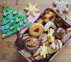 za chvíli jdeme na rozsvěcení vánočního stromku do školky 🎄tohle je naše letošní diy ozdoba 😄 #cukrovi #pernicky  #christmascookies #christmasbaking #christmas2018 #vanoce2018 #linecke #kokosky #bounty #crescent #rohlicky #instabake #baking #peceni #bakingmom #homebaker #homebaked #lovebaking #instabake #foodie #foodlover #foodpics #foodphotography #yummy #czech #czechrepublic #avecplaisircz Pudding, Cookies, Food, Crack Crackers, Custard Pudding, Biscuits, Essen, Puddings, Meals
