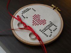 Ringkissen - Ringkissen Stickrahmen 'You&Me' - ein Designerstück von Hochzeitsstube bei DaWanda