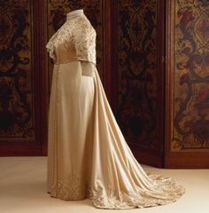 Afternoon dress of Wilhelmina, Queen of the Netherlands, 1905-10 From Het Loo Palace via Modemuze