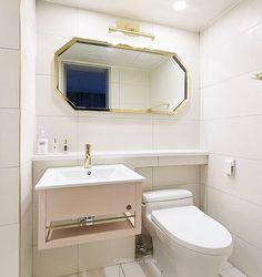 #잠실레이크팰리스 26평 #주방 #키친#주방인테리어#싱크대#제작가구#인테리어리모델링#아파트인테리어#모던#집스타그램#카민디자인#인테리어회사#한샘#마블타일#인테리어 Toilet Design, Bath Design, Interior Decorating, Sink, Mirror, Bathroom, Architecture, House, Home Decor