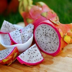 "Have you heard of a fruit called dragun fruit (pitaya)? It is an exotic fruit with a sweet and delicate flavor, also known as ""dragon fruit"". The fruit grows as Cactus Seeds, Fruit Seeds, Tree Seeds, Dragon Fruit Cactus, How To Grow Dragon Fruit, Growing Dragon Fruit, Dragon Fruit Benefits, Blackberry Smoothie, Pink Fruit"