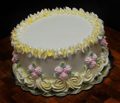 Birthday Cake Ideas Using Buttercream : 1000+ images about Cakes Chantilly on Pinterest ...