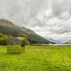 Cabina con espejo instalado en cañada escocesa por Angus Ritchie y Daniel Tyler