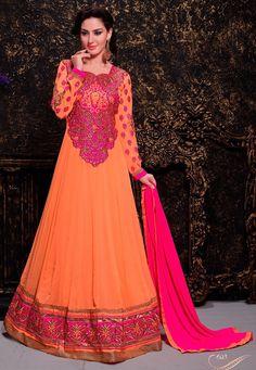 Orange Georgette Anarkali Suit avec la mousseline Dupatta Prix: -69,20 € Andaaz Fashion présente une nouvelle arrivée demi de couleur orange cousues costume Anarkali . Agrémentée de travail de Patch , le travail de la dentelle de la frontière . La longueur supérieure est de 48 à 50 pouces . manches peut cousu jusqu'à la taille 22 pouces . Ceci est préfet pour mariage, fête d'usure  http://www.andaazfashion.fr/orange-georgette-anarkali-suit-dmv13416.html