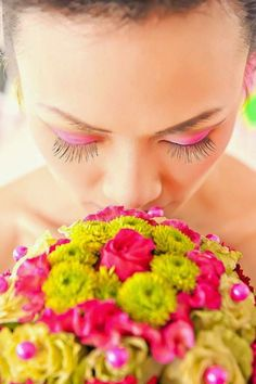 For the bold bride: neon eyeshadow and bright blooms in your bouquet!