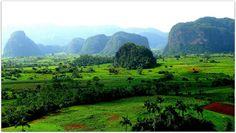 Vista general del Valle de Viñales con los Mogotes al fondo. Vinales, Vineyard, Mountains, Nature, Travel, Outdoor, Natural Playgrounds, Fences, Country