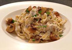 Pasta met champignons is een pasta recept voor de echte liefhebbers van champignons. Bekijk hier alle detail van dit lekkere pasta recept met champignons!