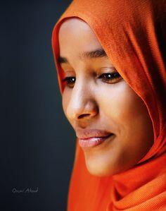 Sudanese woman ~ Al Khartum, Republic of the Sudan [photo by Qusai Akoud, Al Khartum, Sudan]. Beautiful Hijab, Black Is Beautiful, Beautiful People, Beautiful Women, We Are The World, People Around The World, Religion, Coral, Black Girl Fashion
