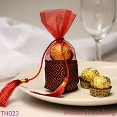 L'organza asiatique de faveur de mariage de vente en gros de décoration de BeterWedding met en sac avec le gland rouge TH023 utilisé comme faveurs de mariage