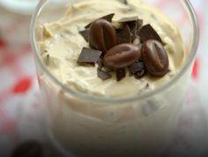Sobremesa de queijo quark e café