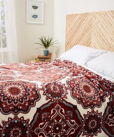 I love this dark red and white bedroom decor idea.  This red and white bedding would look great in a master bedroom or guest room.  Burgundy Avalon Blanket