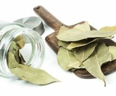 Burn Bay Leaves in the House and See What Would Happen in just 10 Minutes! Bay Leaf Tea, Burning Bay Leaves, Laurel Leaves, Natural Antibiotics, Medicinal Herbs, Natural Cures, How To Stay Healthy, Home Remedies, Minerals