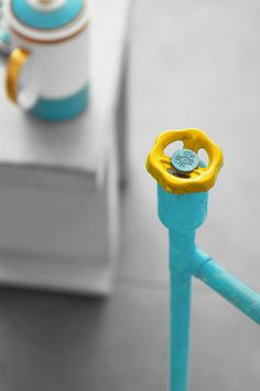 Creative and fun design of dimmer knob in loft style floor lamp. Here in joyful combination of turquoise and yellow color.