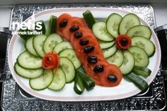 Discover thousands of images about Salatalık Ve Domates Ile Tabak Süslemesi Tarifi Veggie Platters, Veggie Tray, Veggie Food, Cute Food, Good Food, Yummy Food, Delicious Recipes, Salad Dishes, Food Carving