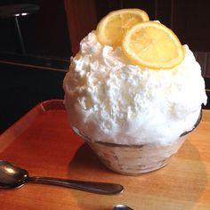 かき氷喫茶バンパクの蜂蜜レモンレアチーズ shaved ice flavored honey lemon cheese cake at Sangenchaya