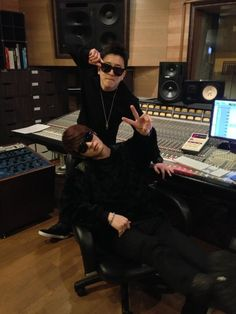 Twitter / flowsik: In the studio with my homie ... (Flowsik and Kim Jaejoong in the studio! *fangirls*)