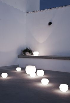 Daniella Witte. White rendered walls and bench with night lights in this patio
